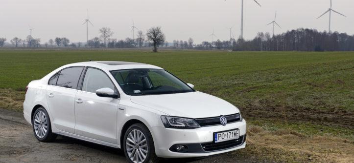 Kiedy Inżynierowie Wielu Firm Głowili Się Nad Konstrukcją Napędów Hybrydowych Volkswagen Doskonalił Kombinację Bezpośredniego Wtrysku Paliwa I