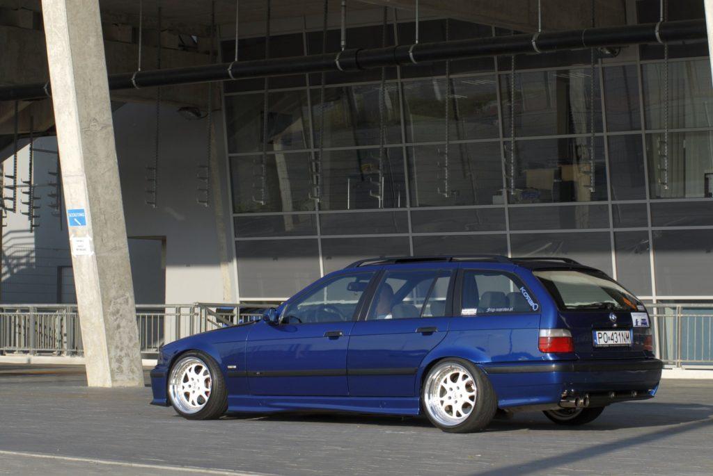 Ciekawe Bmw E36 318i Touring W Stylu Hellaflush Trends Magazines