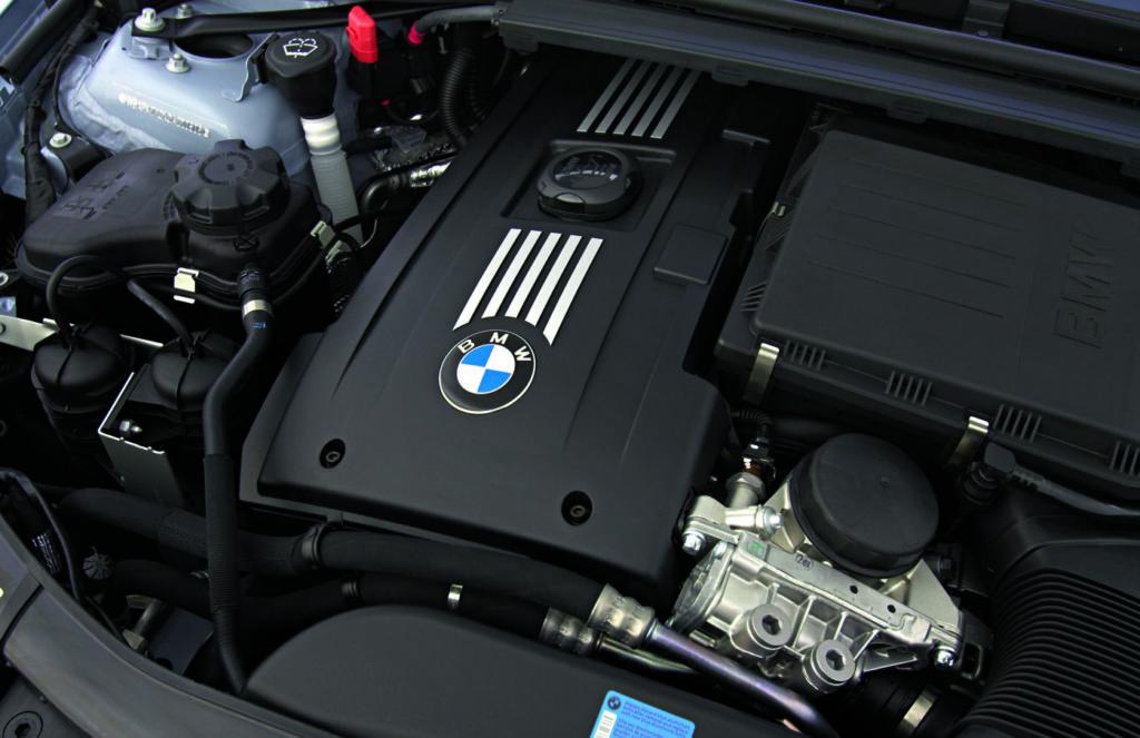 BMW_E90_335i_silnik