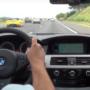 """To M5 V10 jedzie """"pełnym ogniem"""" autostradą i nie odpuszcza nawet Ferrari - VIDEO"""