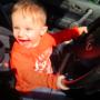 dziecko za kierownicą