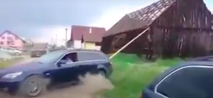 BMW 5 burzenie stodoły