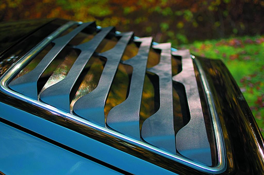 VW Scirocco 1 po tuningu i swapie silnika, osłona tylnej szyby