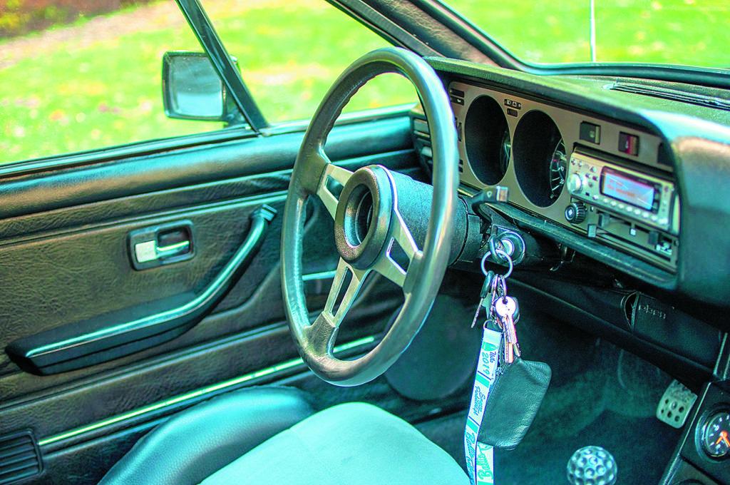 VW Scirocco 1 po tuningu i swapie silnika - wnętrze