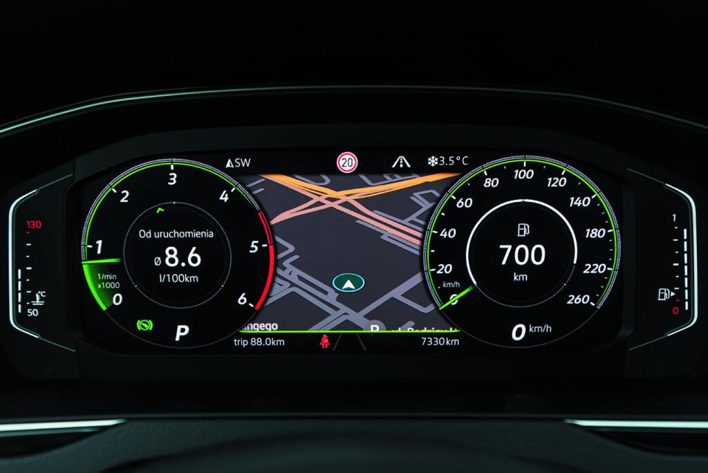 VW Passat Alltrack 2.0 TDI widok wyświetlacza kierowcy