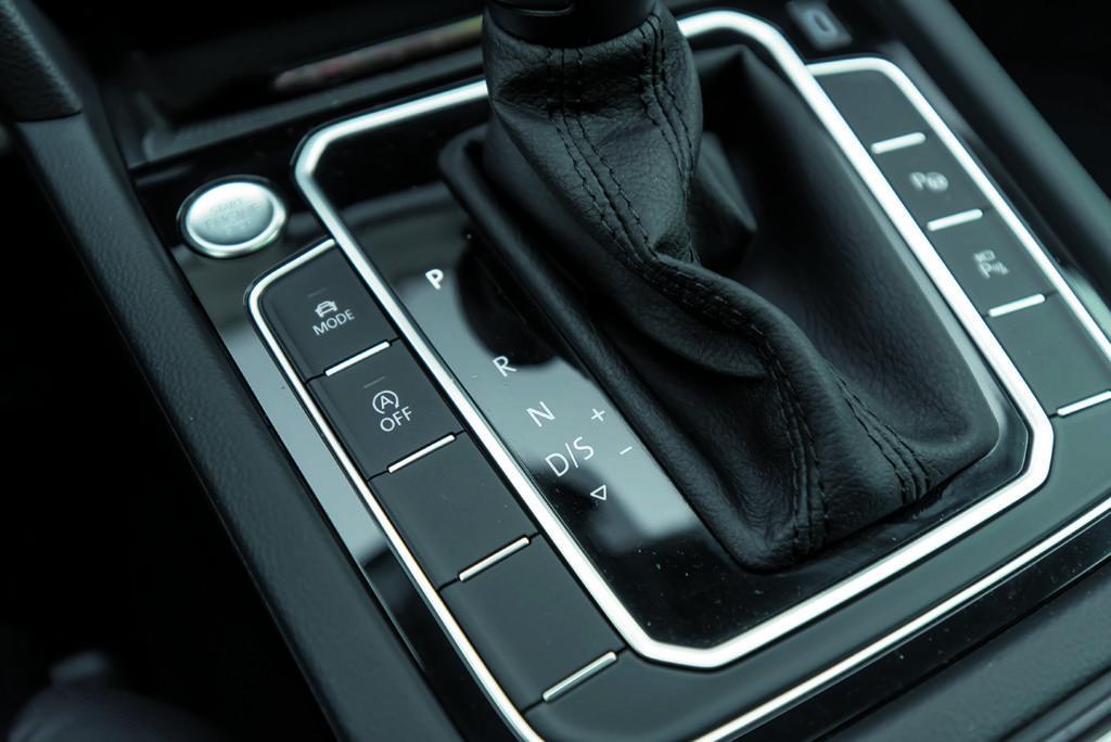 VW Passat Alltrack 2.0 TDI dźwignia zmiany biegów