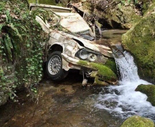 BMW E28 wodospad