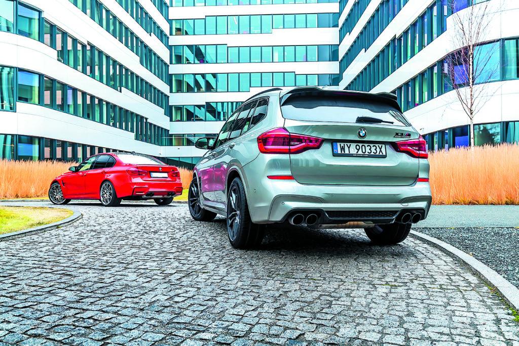 Widok z tyłu BMW M3 Competition i BMW X3 M Competition
