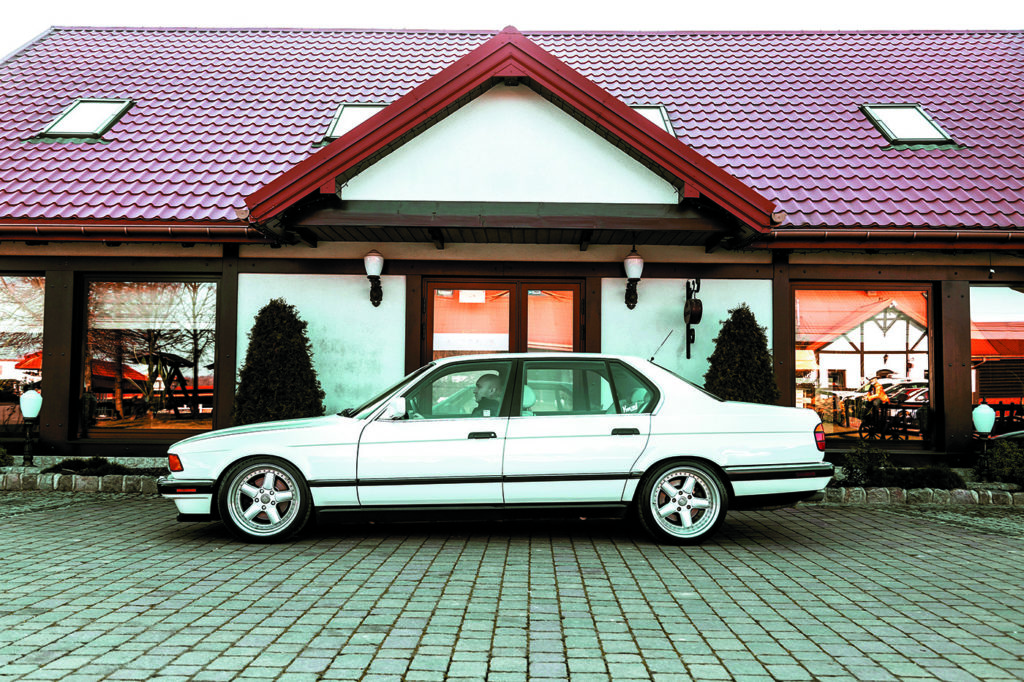 BMW E23 740 iL z boku