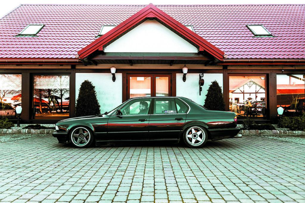 BMW E23 735i z boku