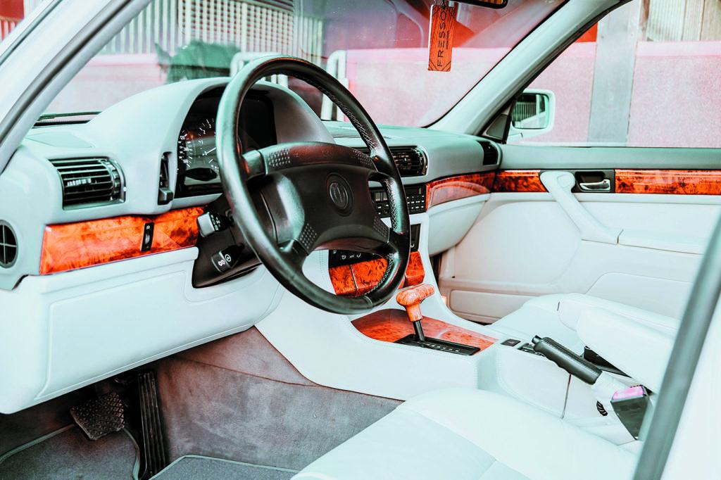 Wnętrze_BMW_E32_740iL