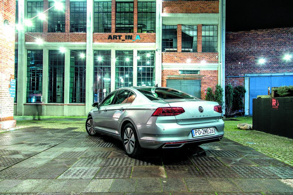 VW-Passat-B8-GTE- widok-od-tyłu