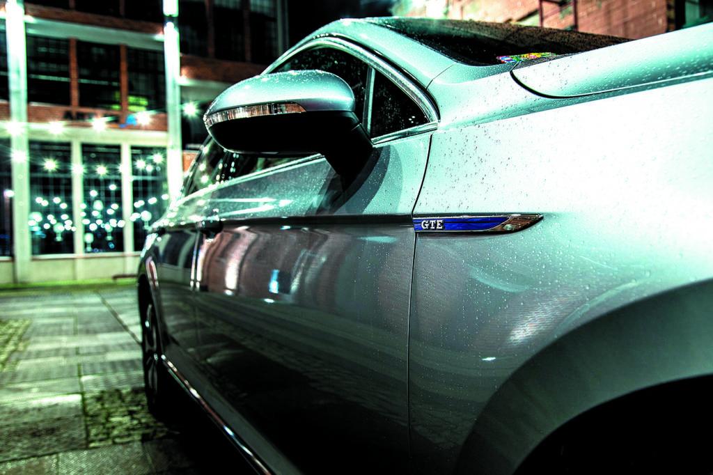 VW-Passat-B8-GTE- logo-GTE-na błotniku