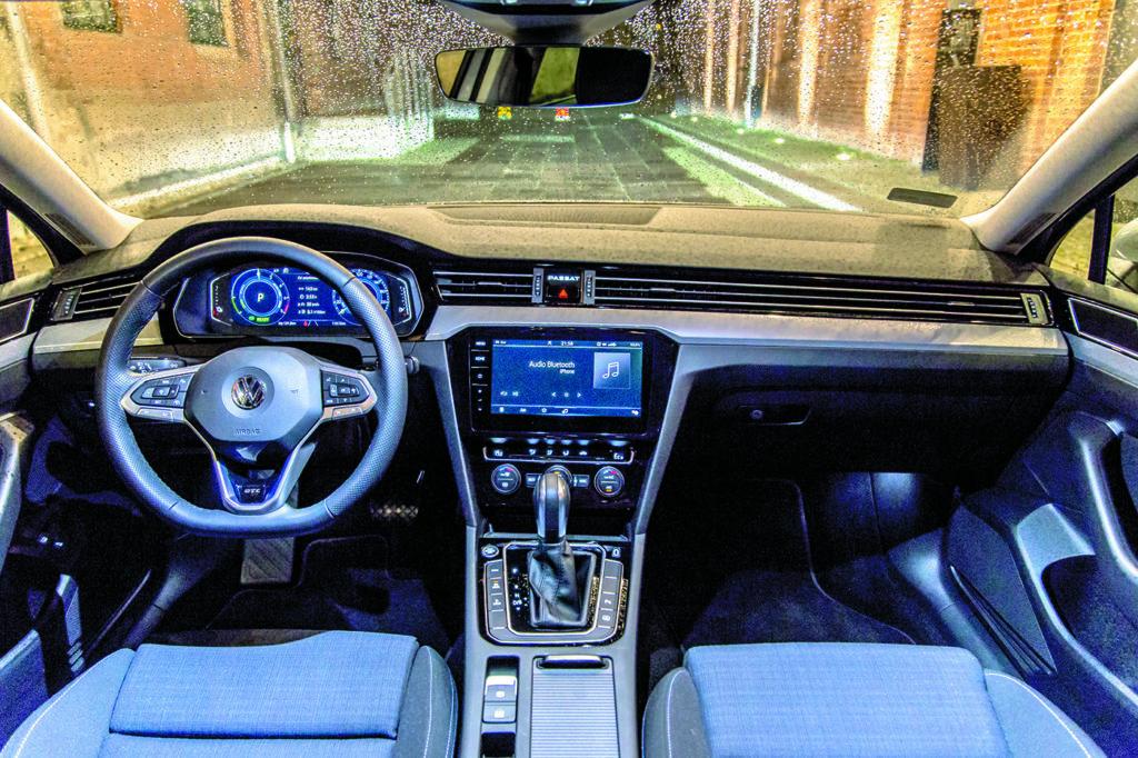 Wnętrze-VW-Passat-B8-GTE