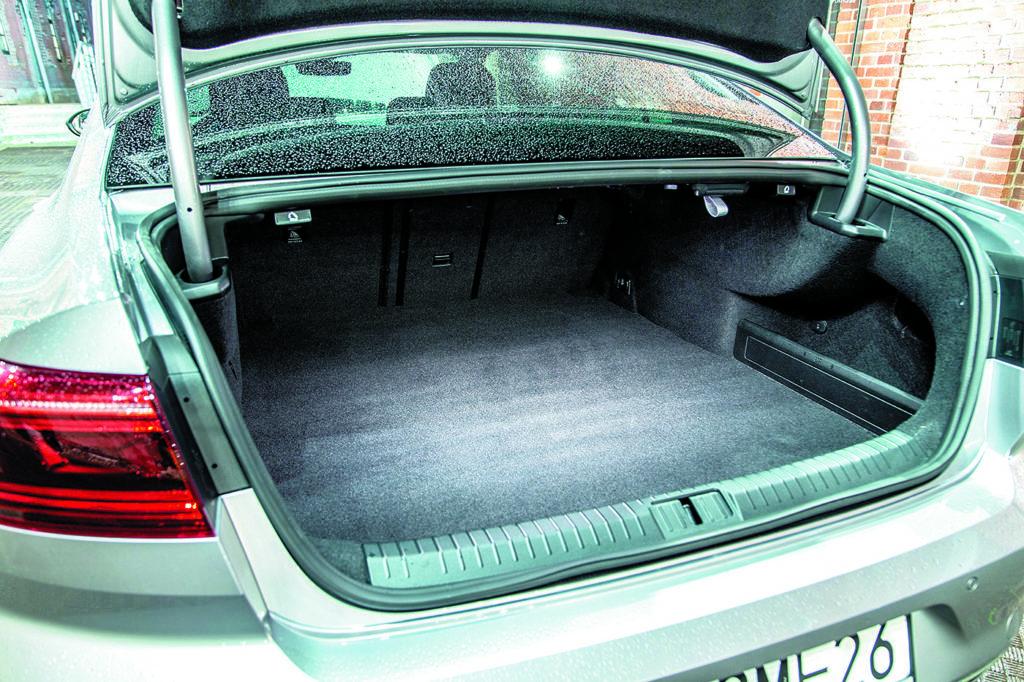 Bagażnik VW-Passat-B8-GTE
