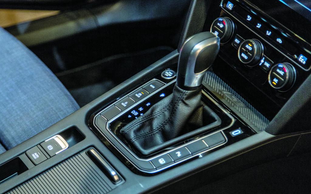 Dźwignia zmiany biegów VW-Passat-B8-GTE