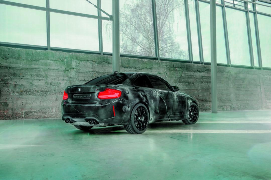 Niezwykłe malowanie BMW M2 przez Futura 2000 - widok z boku