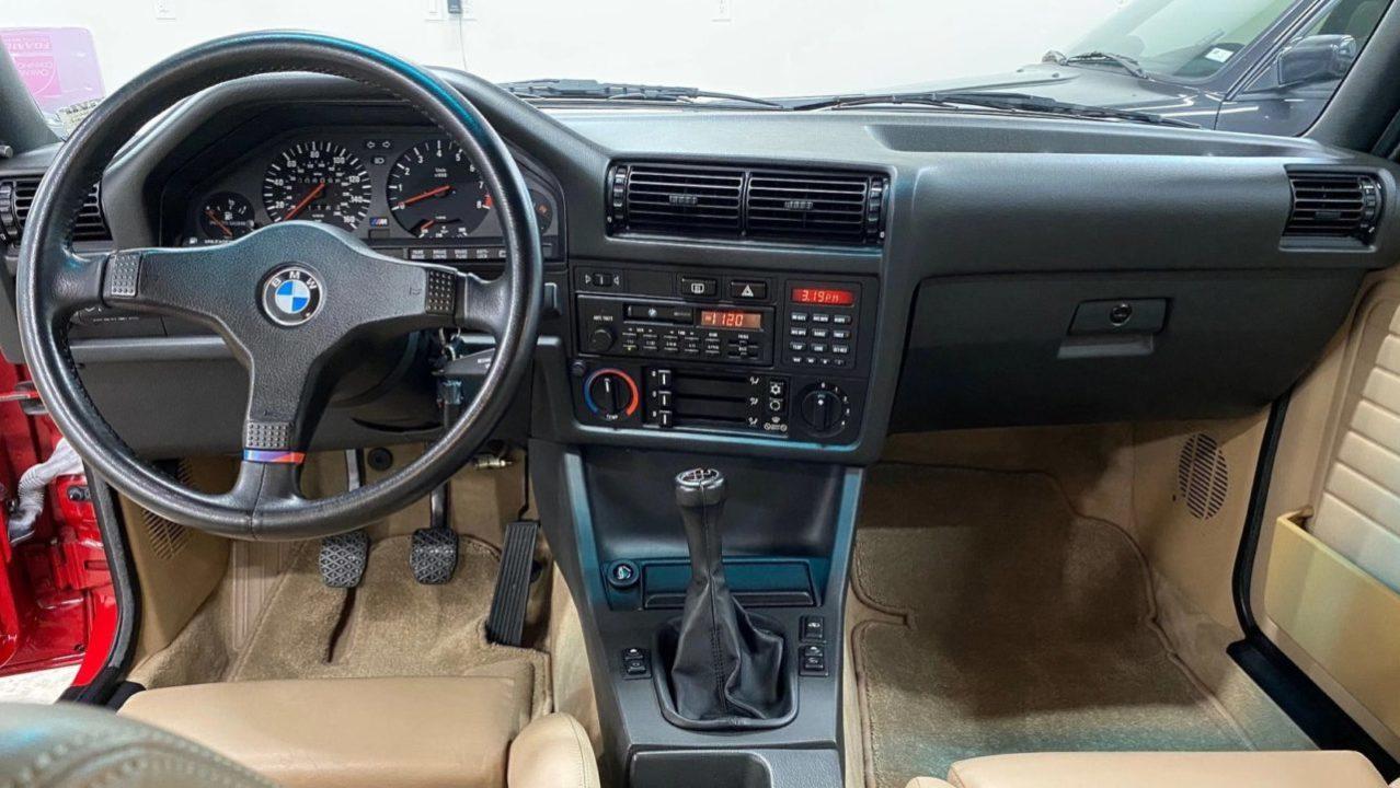 BMW E30 M3 1988 USA wnętrze