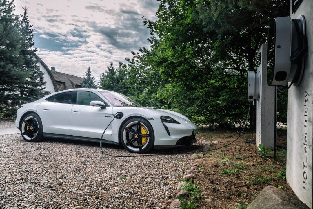 Porsche Taycan ładowanie