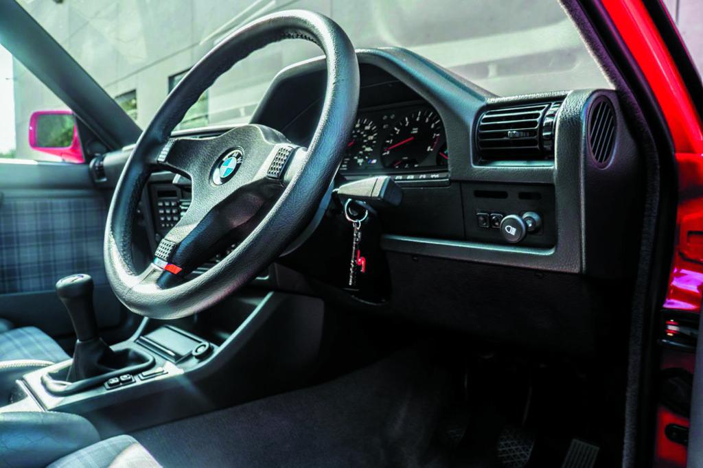BMW E30 M3 Evo II by Schmiedmann wnętrze po remoncie