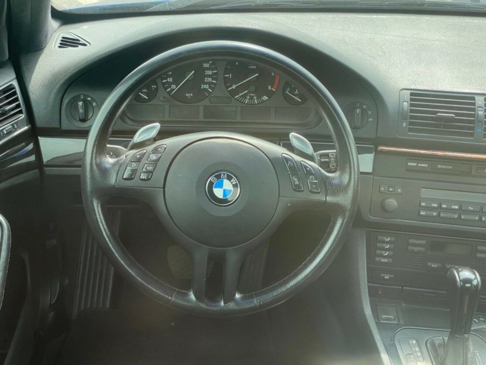 BMW E39 pickup Rosja kokpit