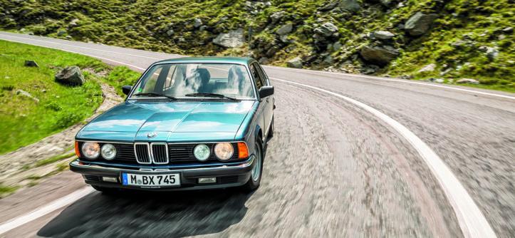 BMW 745i podczas jazdy