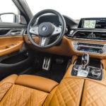 Wnętrze BMW 745Le G12 widok miejsca kerowcy