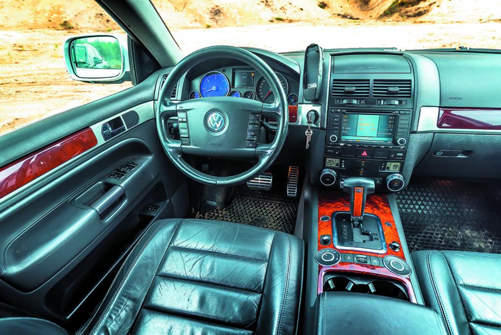 Deska rozdzielcza VW Touareg I V10 TDI