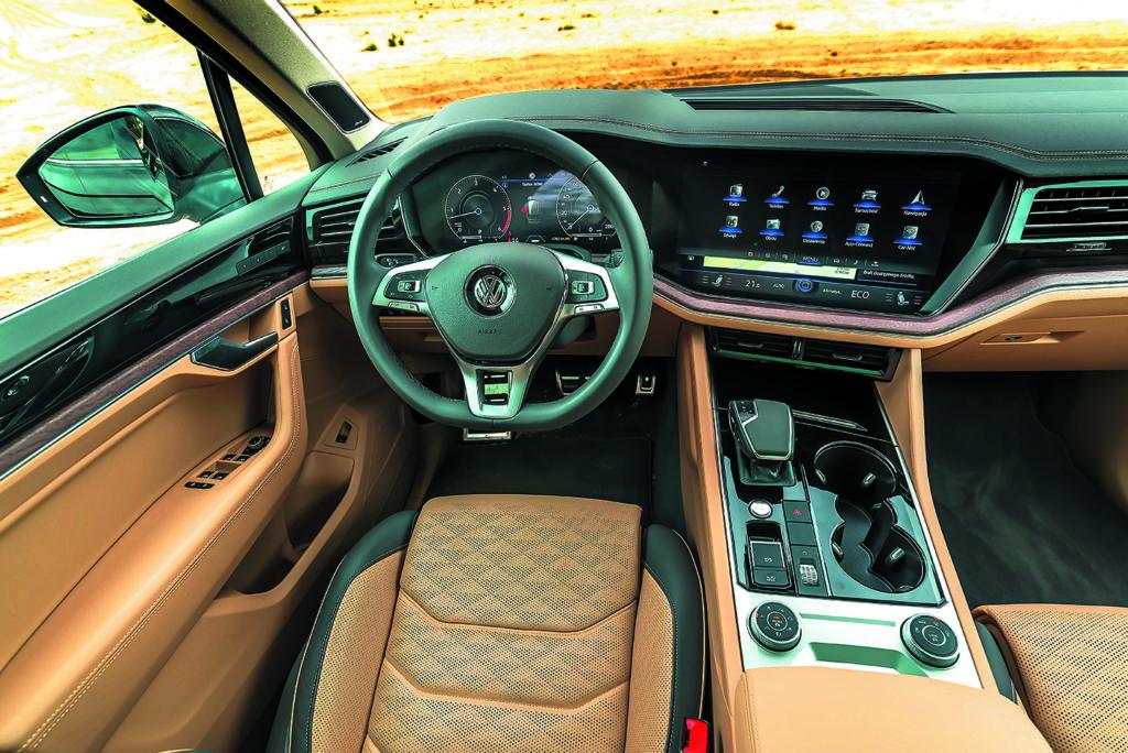 Kokpit VW Touareg III V8 TDI