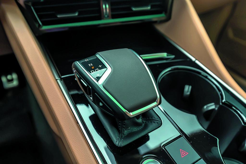 Dźwignia zmiany biegów VW Touareg III V8 TDI