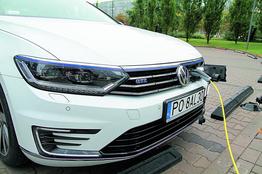 Volkswagen Passat B8 GTE ładowanie prądem