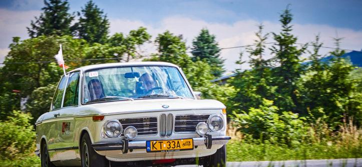 BMW E10 1802 w trakcie jazdy
