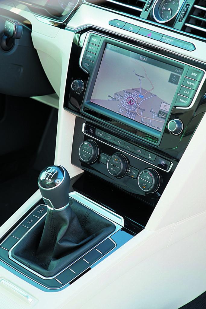 Dźwignia ręcznej skrzyni biegów Volkswagen Passat B8