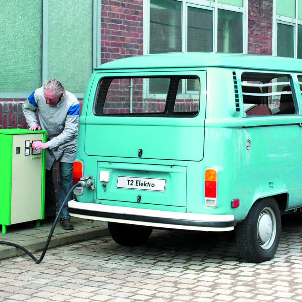 Elektryczny VW Transporter T2 ładowanie