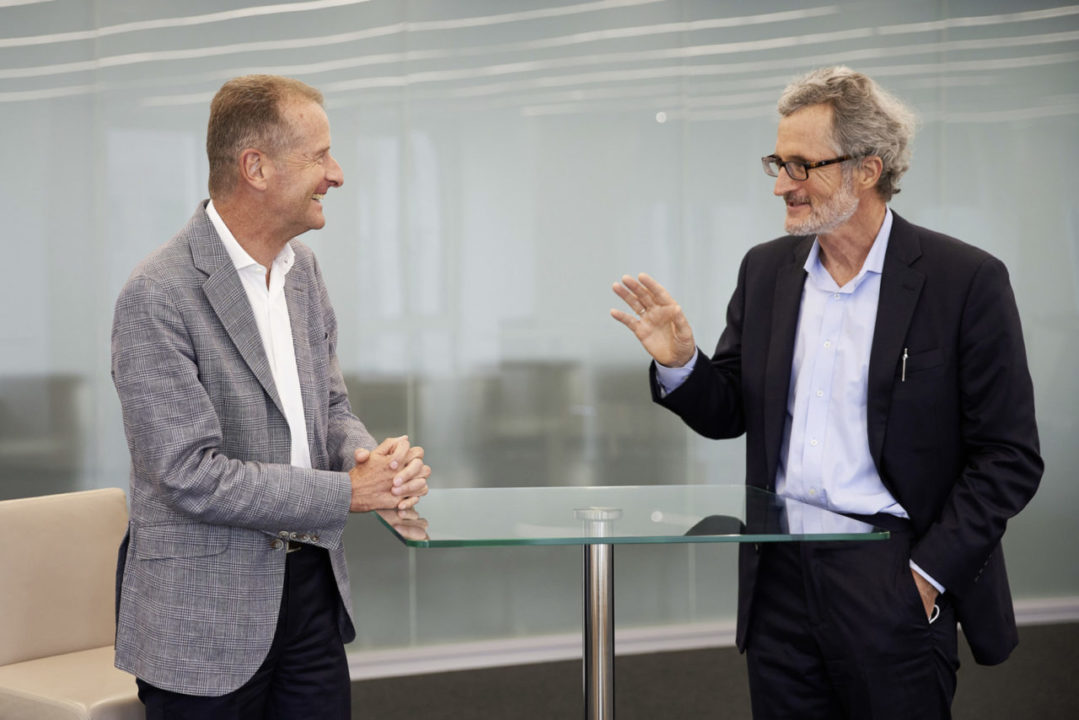 Herbert Diess, CEO Volkswagen Group (left), with Georg Kell, Spokesperson of the Sustainability Council