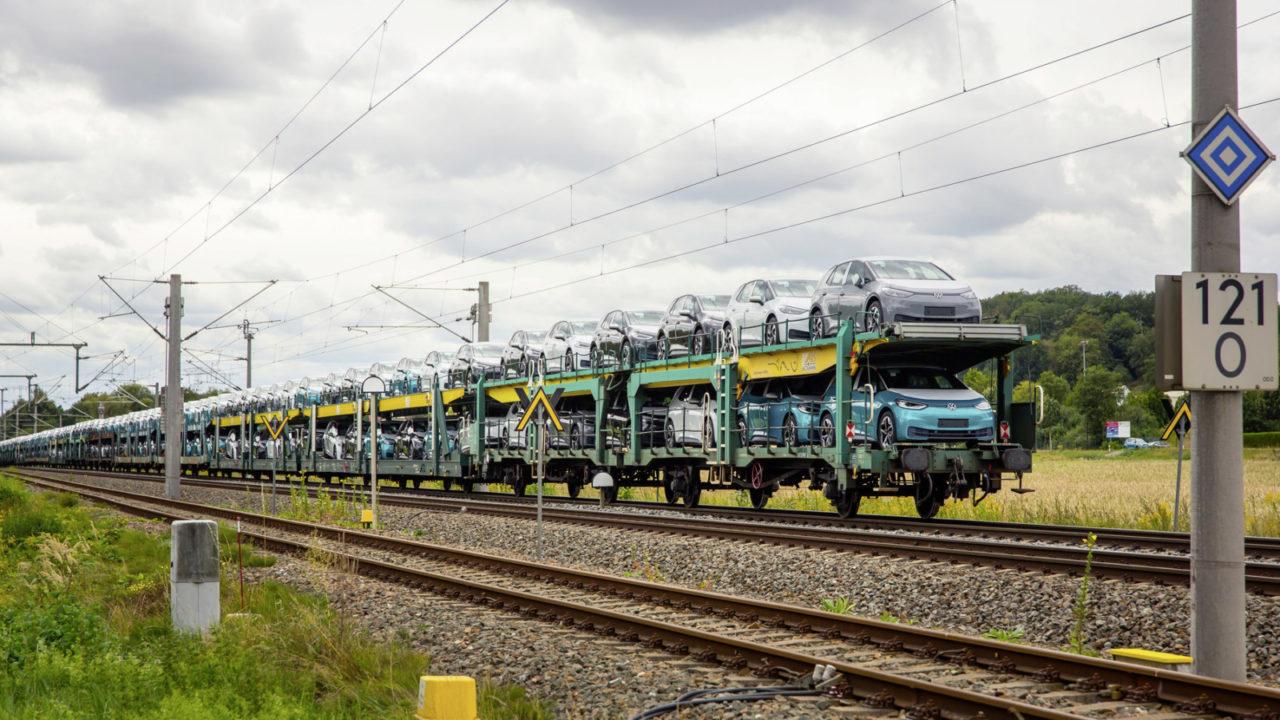 Volkswagen kolej pociąg wagony z samochodami