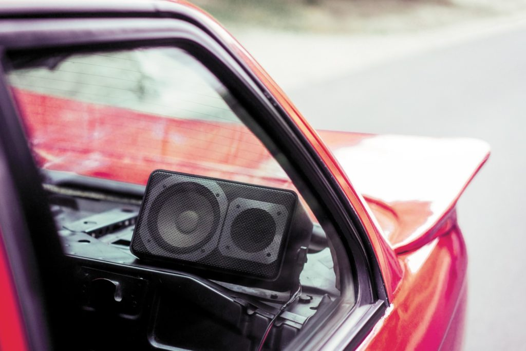 Tuning BMW E30 316i widok głośnika