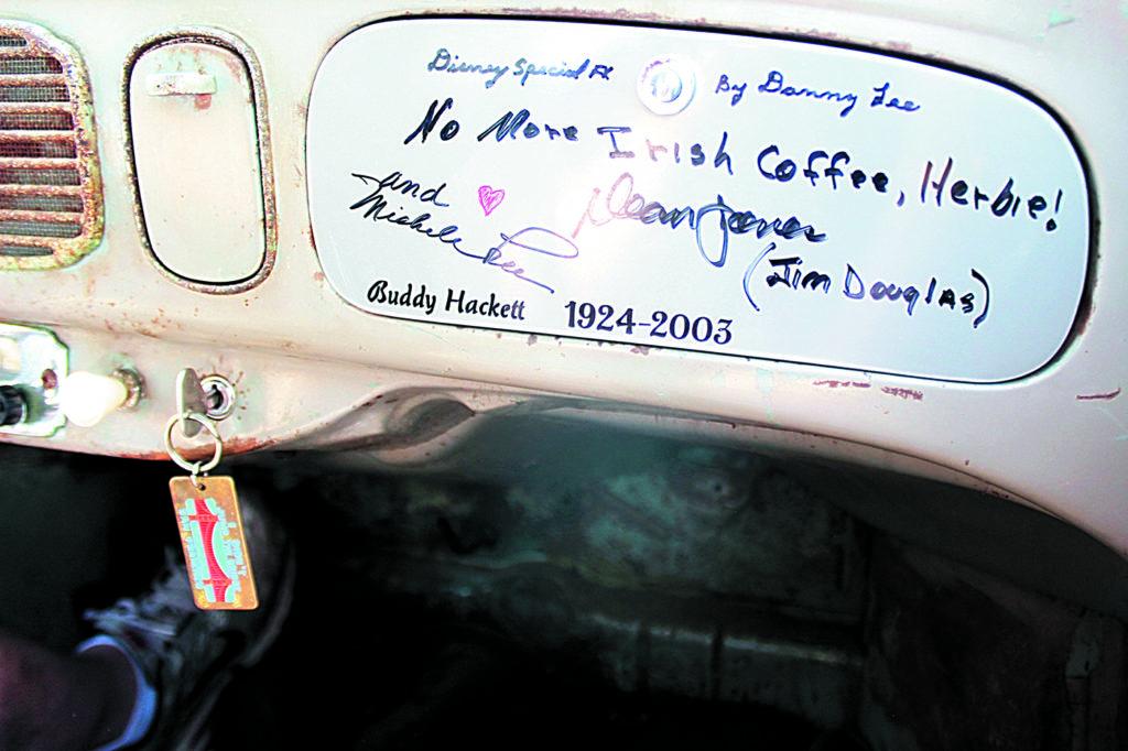 VW Garbus Herbie z numerem 53 napisy na desce rozdzielczej
