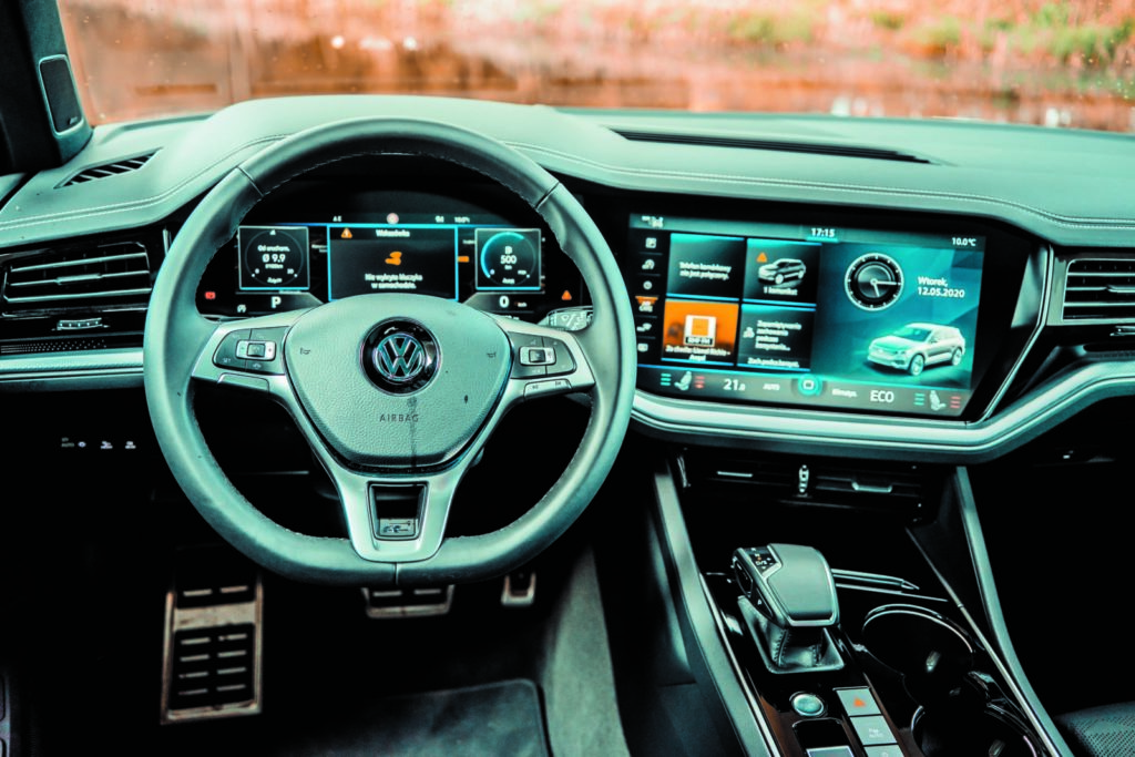 VW Touareg V6 TDI kokpit