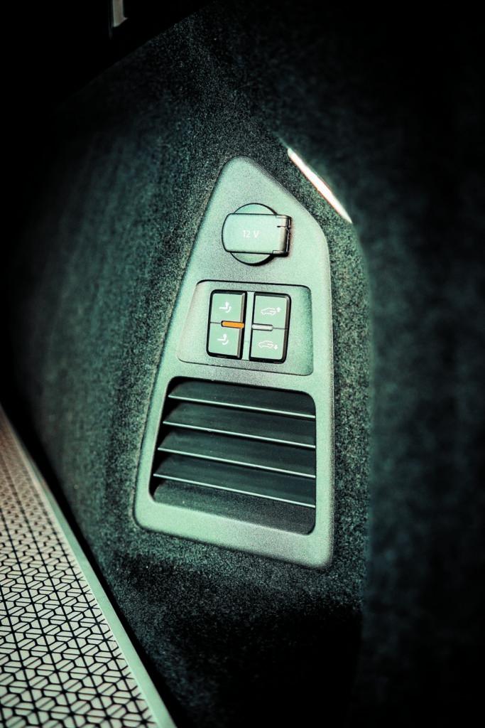 VW Touareg V6 TDI przyciski w bagażniku
