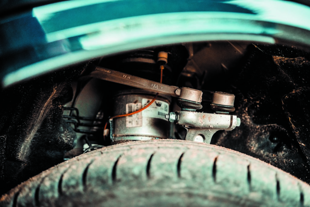 VW Touareg V6 TDI element zawieszenia