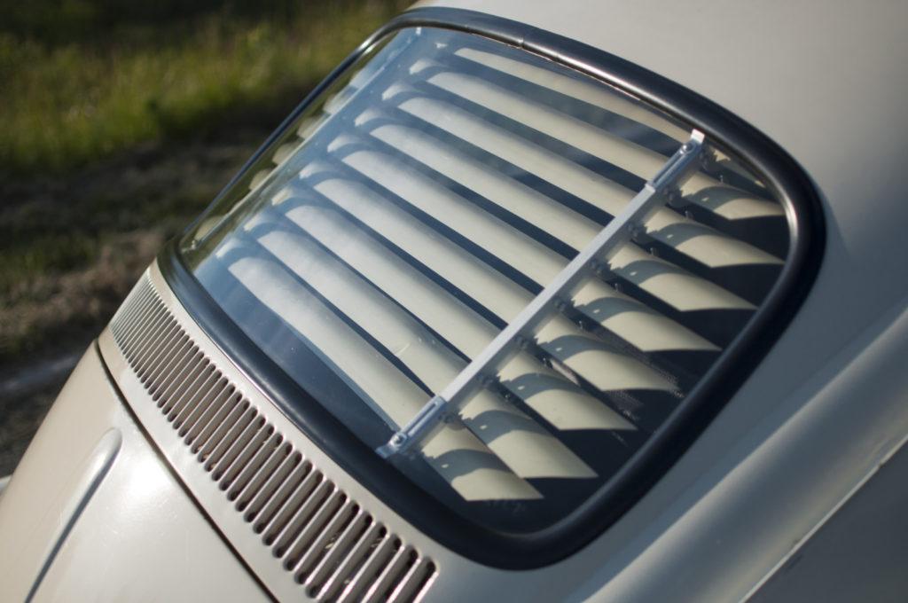 VW Garbus 1200 1965 r. żaluzja w tylnym oknie
