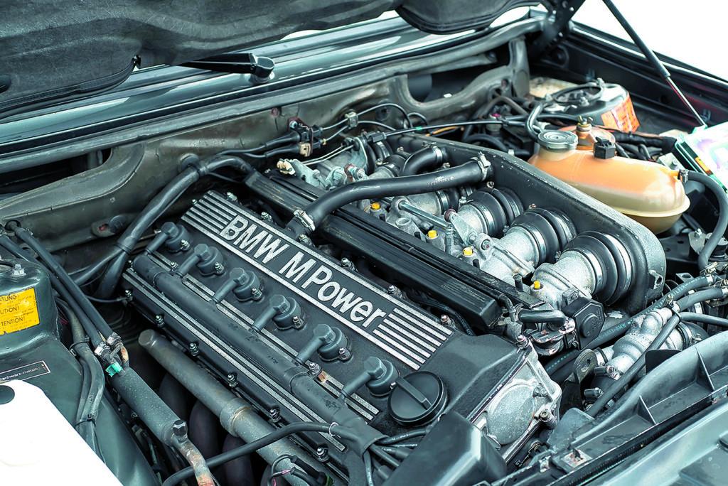 BMW E28 M5 silnik