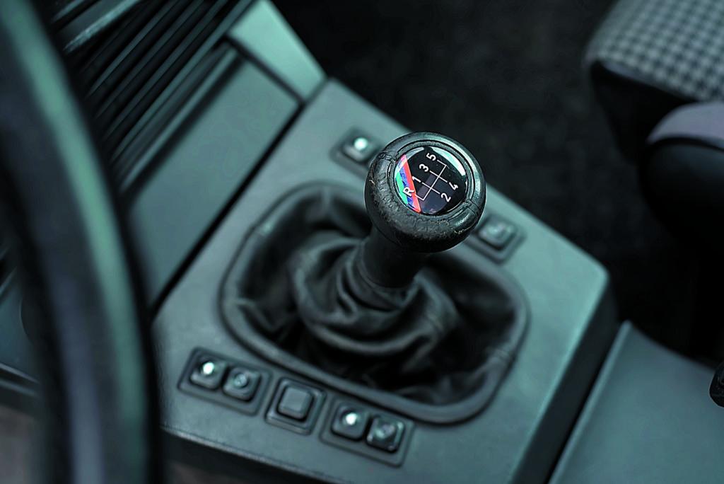 BMW E28 M5 dźwignia zmiany biegów