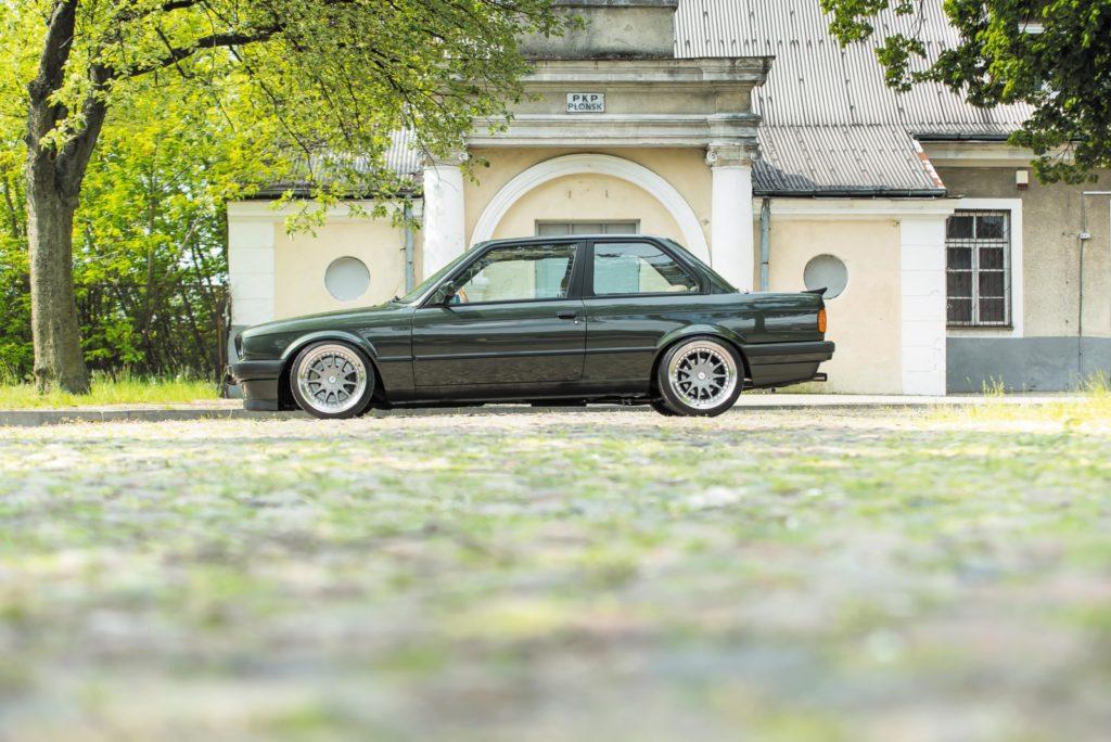 Tuning BMW E30 widok z boku