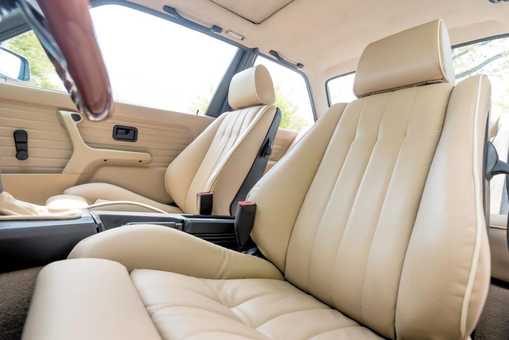 Tuning BMW E30 fotel kierowcy i pasażera