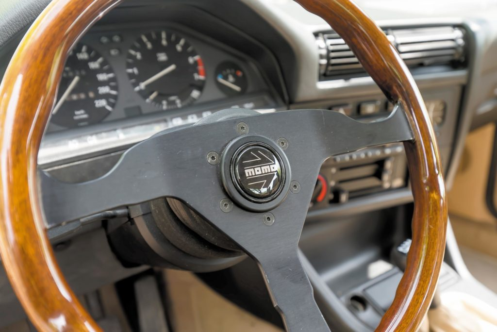 Tuning BMW E30 kierownica Momo