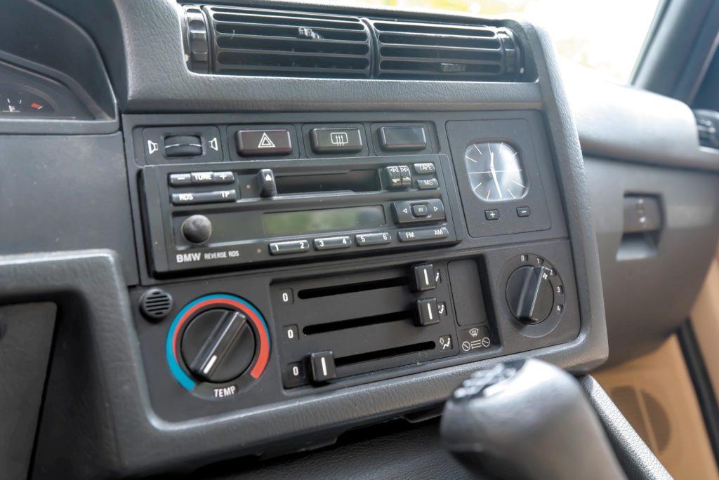 Tuning BMW E30 car audio