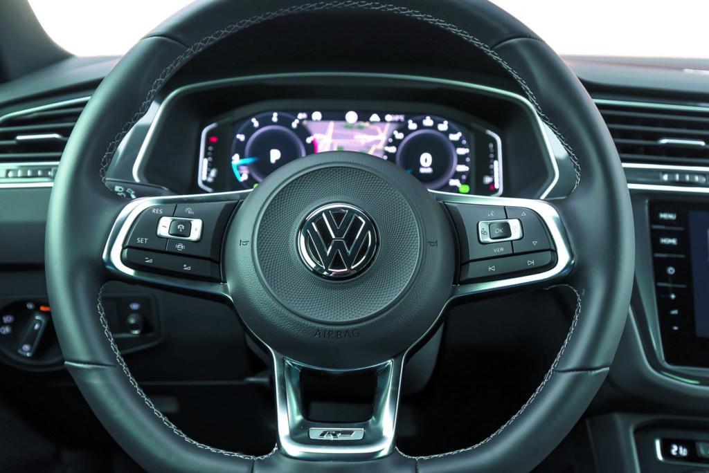 VW Tiguan 2.0 TSI kierownica i zegary