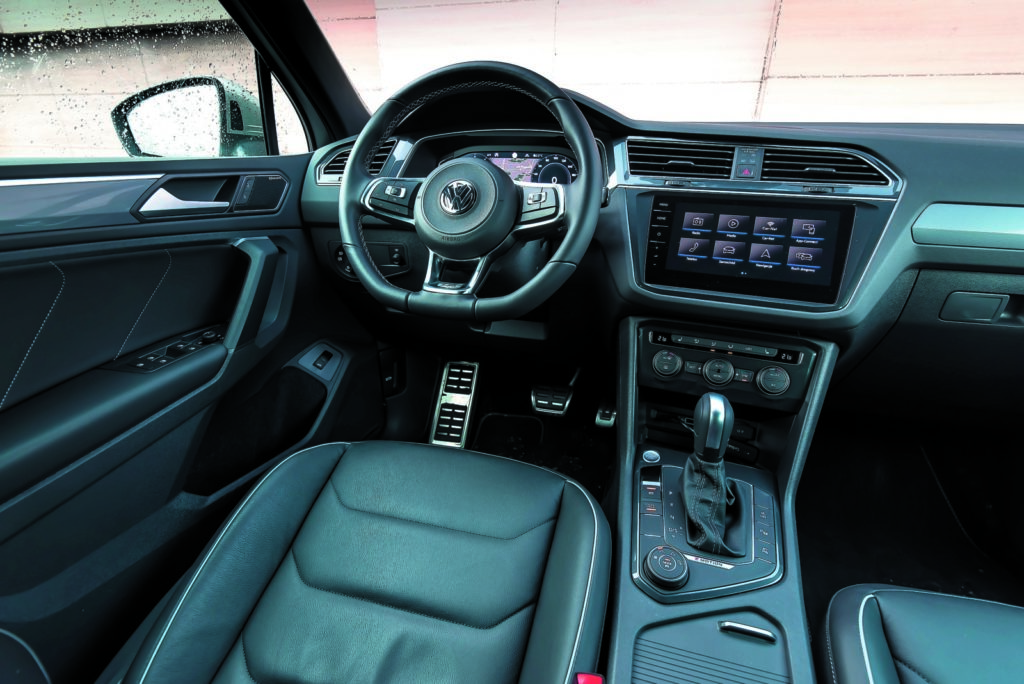VW Tiguan 2.0 TSI kokpit